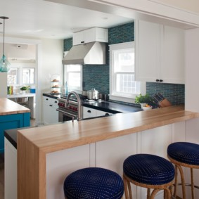 кухонный гарнитур с барной стойкой интерьер идеи