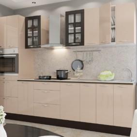 кухонный гарнитур в цвете ваниль и крем-брюле декор