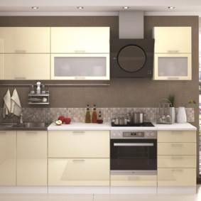 кухонный гарнитур в цвете ваниль и крем-брюле фото декор