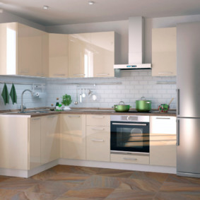 кухонный гарнитур в цвете ваниль и крем-брюле фото оформление