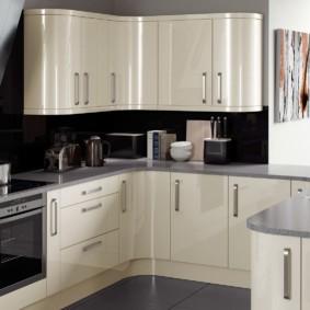 кухонный гарнитур в цвете ваниль и крем-брюле варианты
