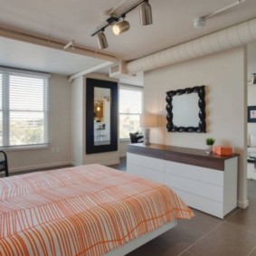 однокомнатная квартира с кроватью и диваном интерьер фото