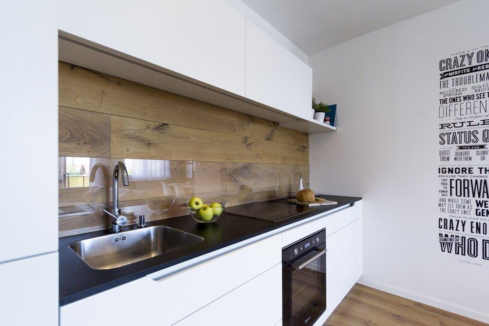 Кухонный фартук с ламинатом под стеклом