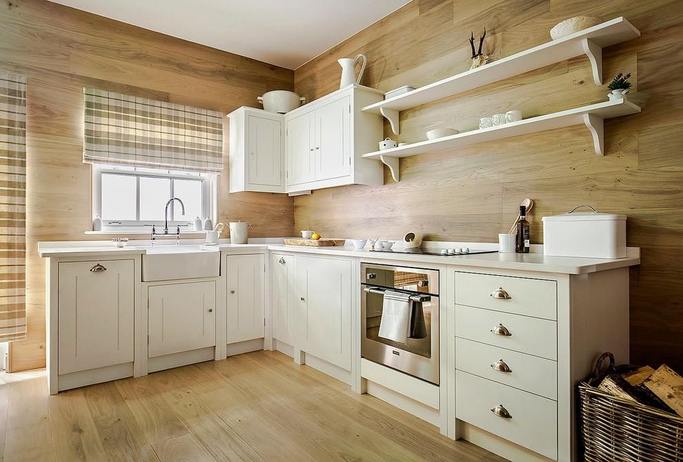 Отделка стен кухни с белым гарнитуром