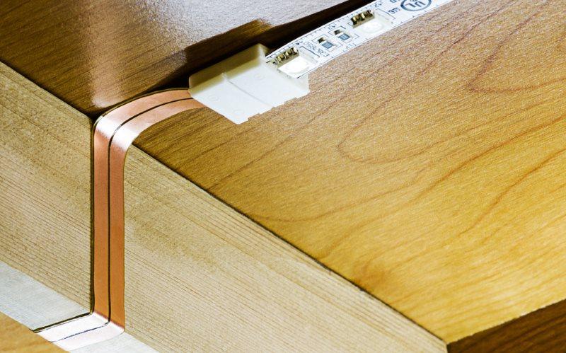 Светодиодная лента на нижней стороне подвесного шкафчика