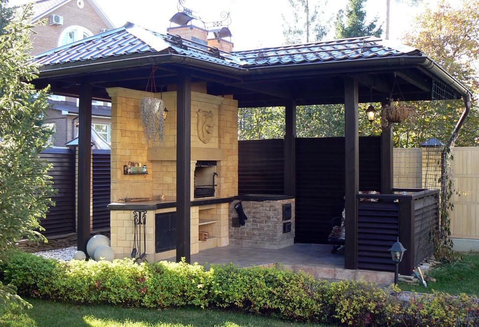 Открытая летняя кухня с печкой и барбекю