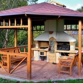 Печной комплекс с мангалом в деревянной беседке