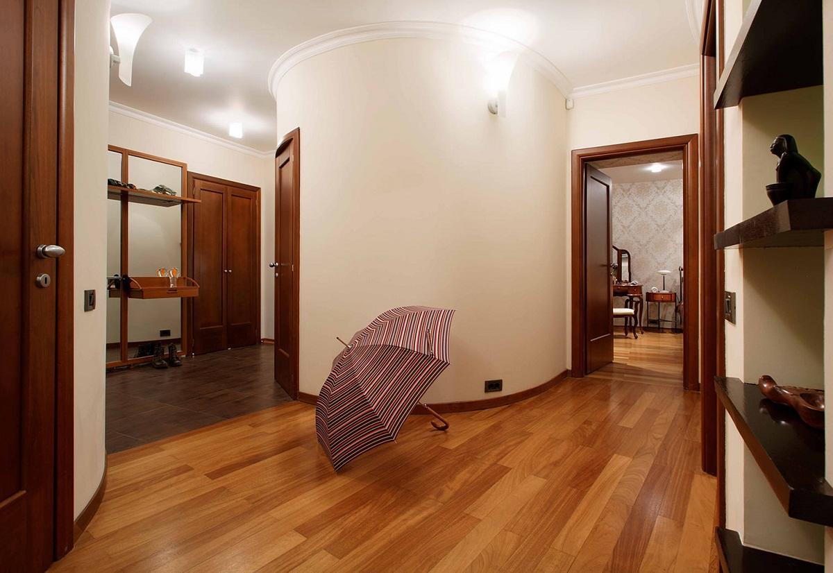 дизайн коридора с линолеумом