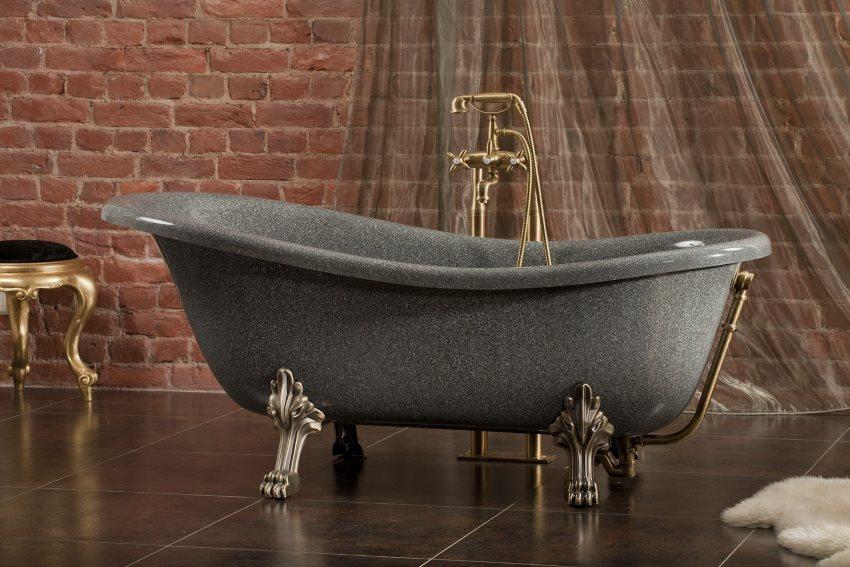 Серая поверхность ванны из литьевого мрамора