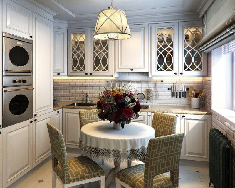 Интерьер небольшой кухни в стиле классика