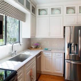 Дизайн малогабаритной кухни со шкафами до потолка
