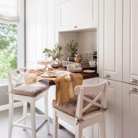 Откидной столик в кухонном гарнитуре