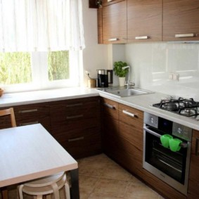 Кухонный столик прямоугольной формы