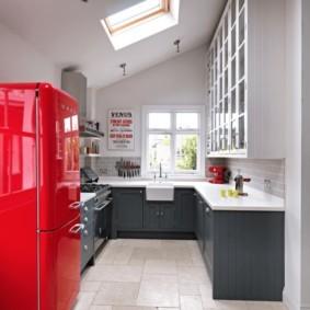 Винтажная модель современного холодильника