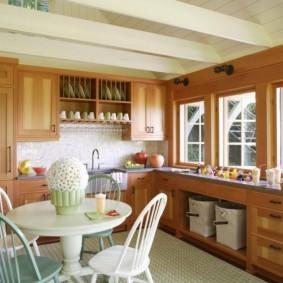 маленькая кухня с кухонным столом декор