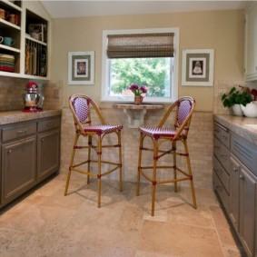 маленькая кухня с кухонным столом идеи дизайн
