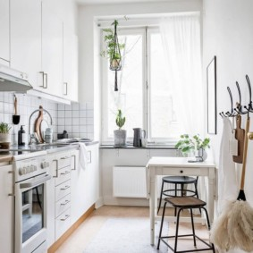 маленькая кухня с кухонным столом идеи оформление