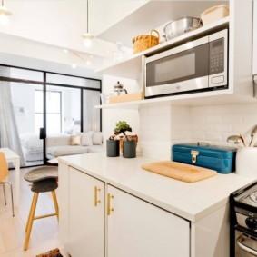 маленькая кухня с кухонным столом идеи варианты