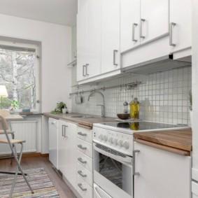 маленькая кухня с кухонным столом оформление идеи
