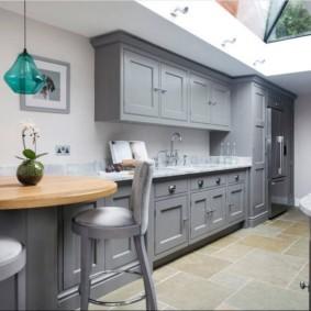 маленькая кухня с кухонным столом виды идеи