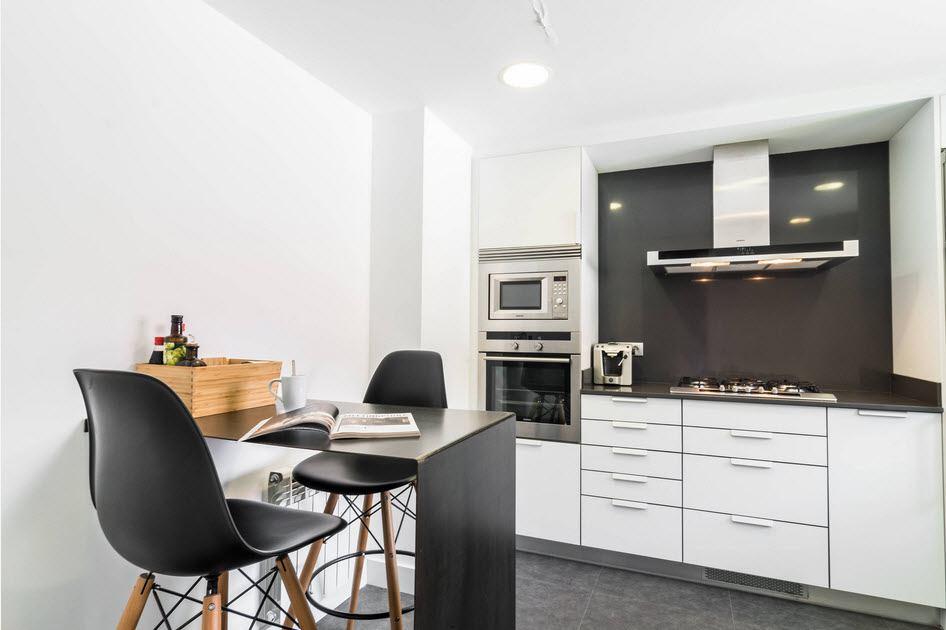 маленькая кухня с кухонным столом декор фото