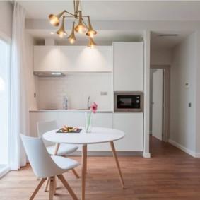 маленькая кухня с кухонным столом фото декора