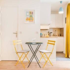 маленькая кухня с кухонным столом фото интерьер