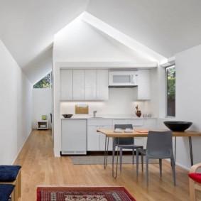 маленькая кухня с кухонным столом фото интерьера