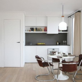маленькая кухня с кухонным столом идеи декора