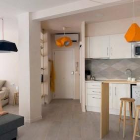 маленькая кухня с кухонным столом интерьер