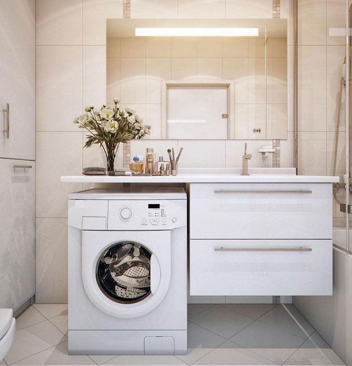 Машинка около раковины в ванной среднего размера