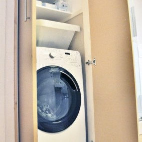 Высокий и узкий шкаф для стиральной машины