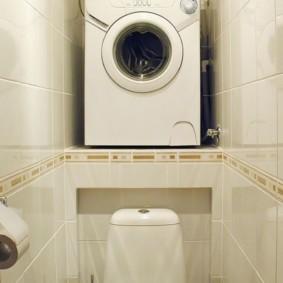 Ниша в туалете для стиральной машинки