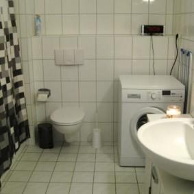 Место для стиральной машинке рядом с унитазом
