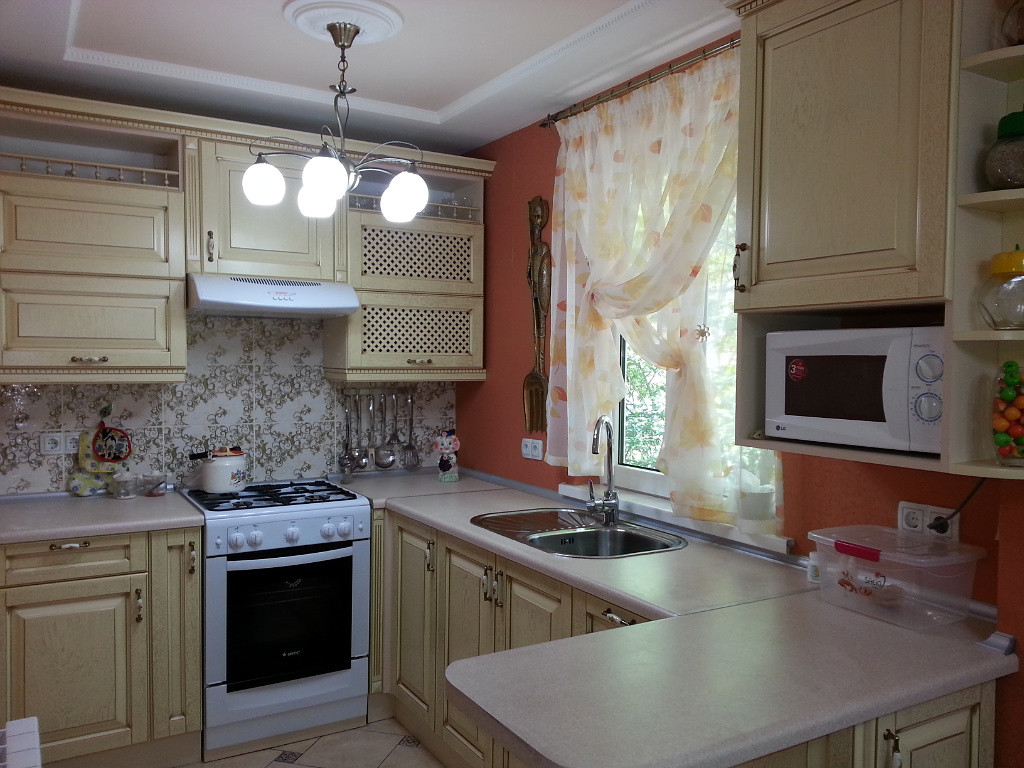 микроволновка в кухонном гарнитуре