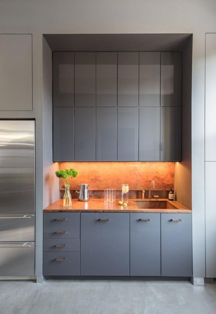 Серый мини гарнитур в кухне стиля модерн
