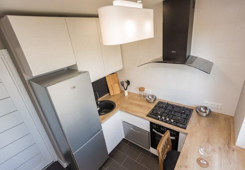 П-образная кухня в малосемейке панельного дома
