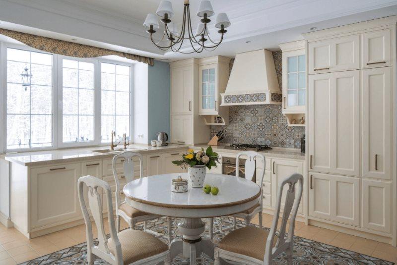 Дизайн кухни в частном доме в пастельных тонах