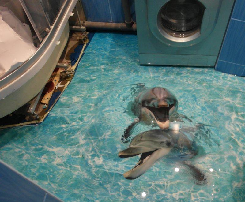 Наливной пол с дельфинами в маленькой ванной комнате