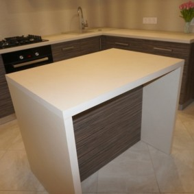 напольная плитка для кухни и коридора фото идеи