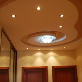 натяжной потолок в коридоре интерьер фото