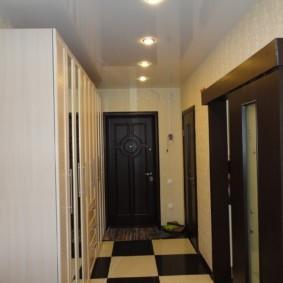 натяжной потолок в коридоре варианты