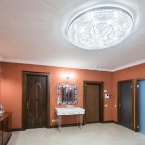 натяжной потолок в коридоре виды декора