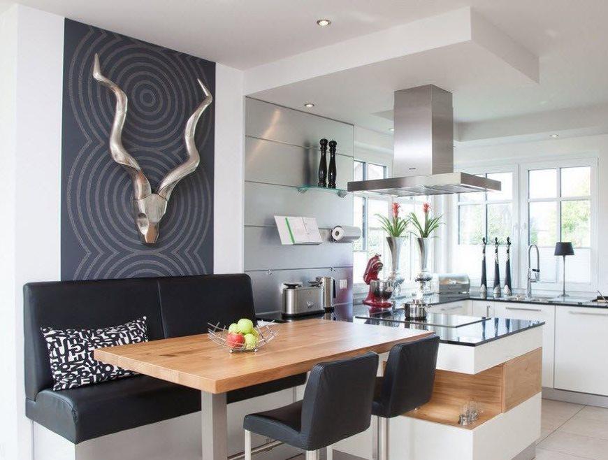 Обеденная зона в кухне-гостиной площадью 12 кв м