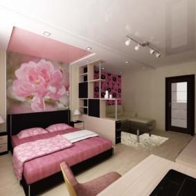 однокомнатная квартира с кроватью и диваном фото