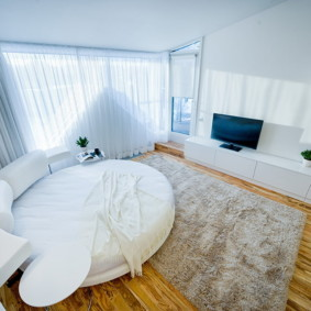 однокомнатная квартира с кроватью и диваном фото дизайна
