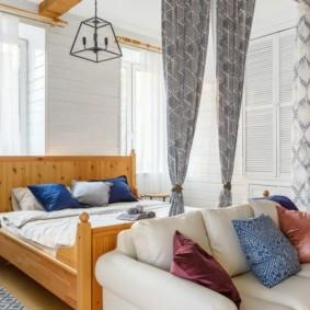 однокомнатная квартира с кроватью и диваном фото идеи