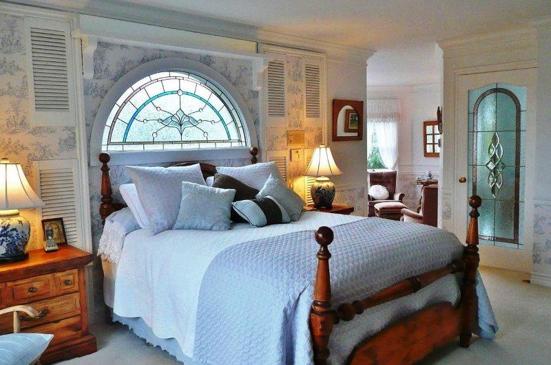 Необычный декор изголовья кровати