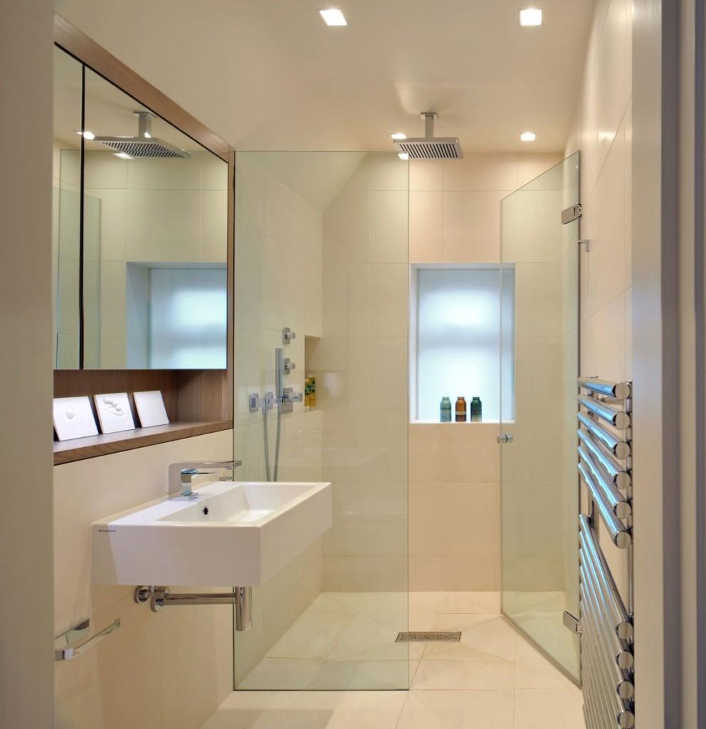 Освещение современной ванной комнаты с душем
