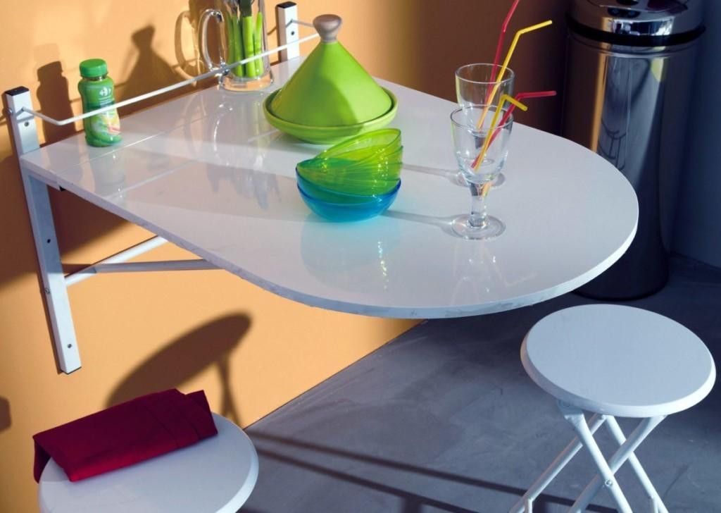Откидной столик в маленькой кухне